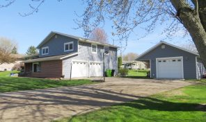 303 W Maple St Thorp-Location, Closets, Garage Space, & more!