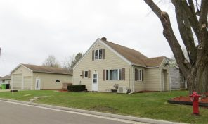 401 W. Main St. Thorp- Corner lot, hardwood, & large garage!